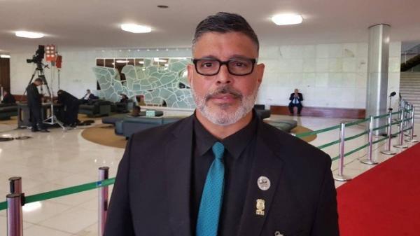 FROTA IRÁ PROCESSAR JOSÉ DE ABREU APÓS AMEAÇAS CONTRA BOLSONARO